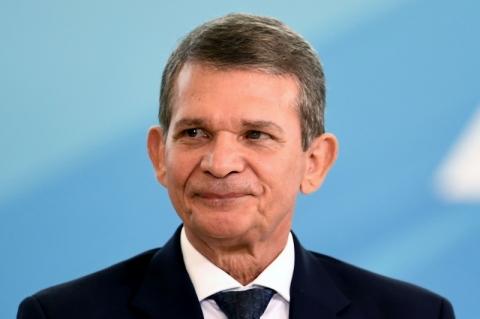 Ex-ministro da Defesa Silva e Luna é nomeado diretor de Itaipu