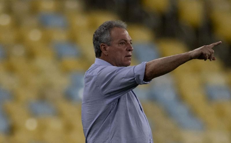 Treinador estava desempregado desde que deixou o Inter após o término do Brasileirão