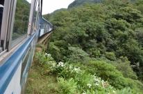 Contemplação da serra e litoral paranaense atrai e encanta turistas