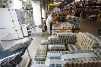 Entre 2014 e 2017, indústria cortou 1,1 milhão de vagas e reduziu salários em 14,7%