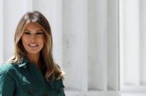 Eleições EUA: Melania Trump cancela participação em campanha por apresentar 'tosse persistente'