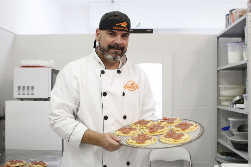 Após uma vida toda trabalhando em agência, Fernando  se dedica a alimentos sem glúten e lactose