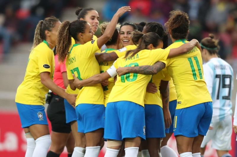 Aline Pellegrino e Duda Luizelli assumem comando do futebol feminino