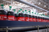 Coca-Cola volta a lucrar no 4º trimestre, mas receita decepciona