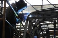 Setor industrial começa a reverter a crise econômica