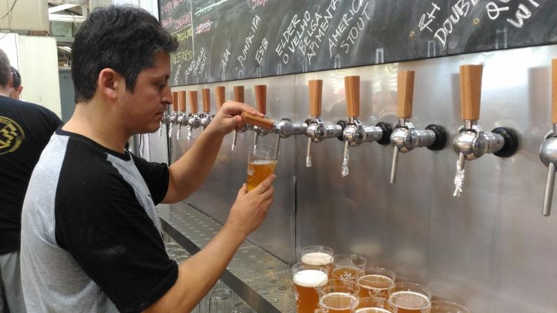 Roteiro  especial do ônibus da Linha Turismo passa por 13 bares e pubs da Capital gaúcha