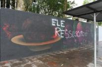Vândalos apagam cabeça de Jesus Cristo de obra de arte em muro em Porto Alegre