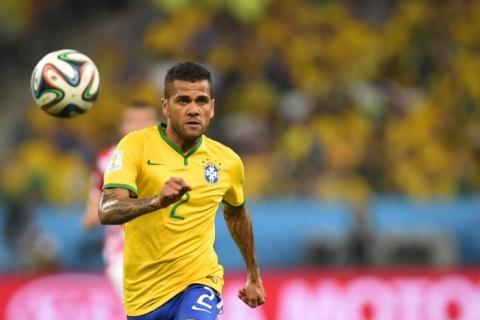 Experiente e melhor amigo de Neymar, Daniel Alves tenta liderar seleção