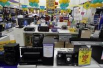 Atividade do comércio sobe 6,3% no primeiro semestre, diz Serasa