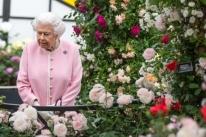 Rainha Elizabeth II convoca reunião para discutir situação de duques