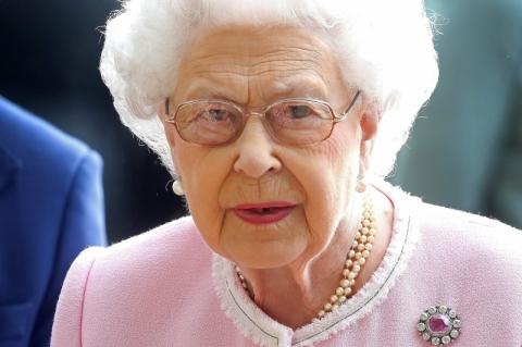 Rainha Elizabeth II não terá tratamento preferencial na vacinação contra Covid-19