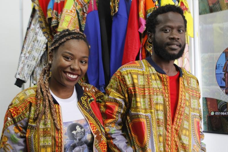 GE entrevista proprietários da loja de moda africana, Consone. Na foto: Iyá Inajara Ty 'Yemonjá e Agossou Djosse Ignace Kokoye