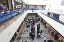 Gastos de brasileiros no exterior caem 13,2% em novembro, informa BC