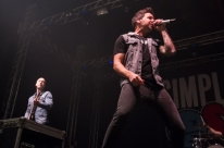 Em primeiro show da turnê pelo Brasil, Simple Plan retorna a Porto Alegre e surpreende fãs