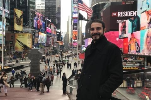Pelo mundo, empreendedores do Brasil que abrem negócios no Exterior - Raphael Jacovani, dono da agência de tradução e intérprete Across Interpreting, foto em Nova Iorque durante trabalho que fez de intérprete a comitiva gaúcha na NRF 2018 e em visitas a lojas na cidade