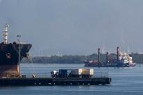 Estivadores aprovam greve de 72 horas no Porto de Santos