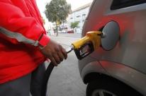 Petrobras anuncia redução de 1,24% no preço da gasolina nas refinarias