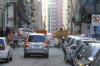 Bloqueio de rua prejudica comércio no Centro Histórico de Porto Alegre