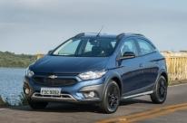 Chevrolet valoriza forma e conteúdo do Onix e Prisma