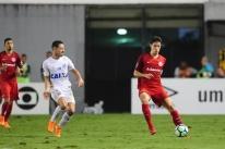 Dourado destaca evolução do Inter e lamenta parada da Copa: 'A gente perde muito'