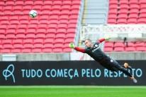 Danilo Fernandes é vetado e Inter faz mistério sobre substituto de Edenílson