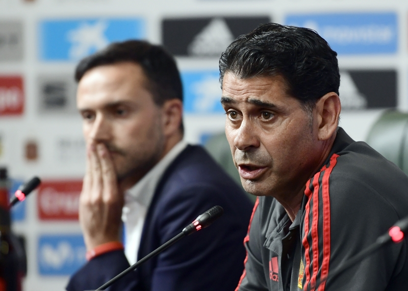 Após entrada emergencial às vésperas da Copa, Hierro (direita) levou Espanha às oitavas