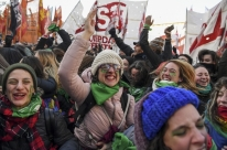 Câmara argentina aprova descriminalização do aborto