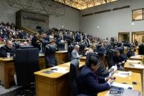Legislativo derruba veto e aprecia  PLs do Executivo
