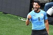 Suárez marca em 100º jogo pela seleção, Uruguai vence Arábia e avança às oitavas