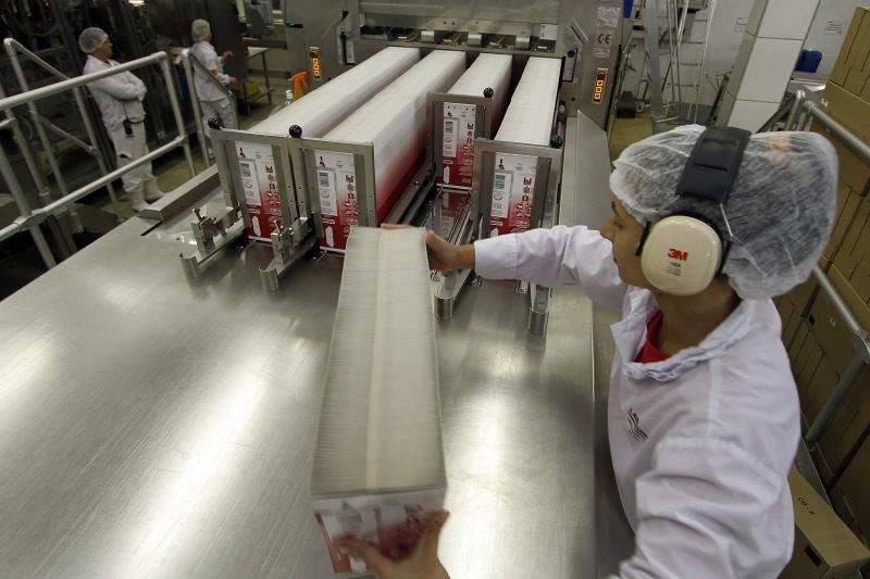 Horas trabalhadas na produção fecharam praticamente estáveis em julho