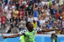 Nigéria bate Islândia, vence a primeira na Copa e aumenta esperança da Argentina