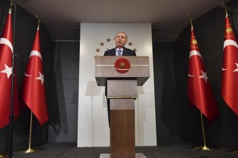 Após Trump retirar tropas, Turquia inicia ataque contra curdos na Síria