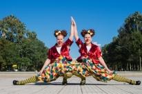 Espetáculo que trata de relação entre gêmeas é atração na Travessa dos Cataventos