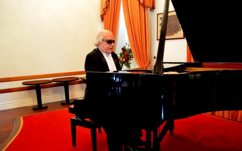Professor e pianista Angelin Loro será o responsável pela apresentação do recital