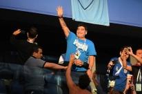 Maradona critica técnico interino e aconselha Messi a deixar a seleção
