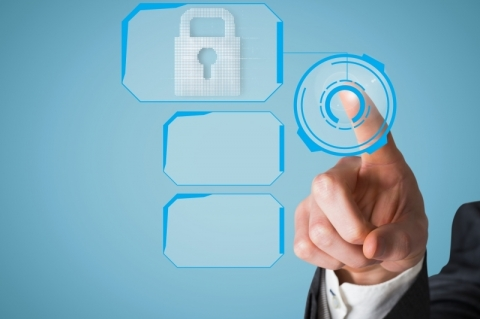 Empresas & Negócios - CAPA - Patentes - divulgação Creativeart - Freepik.com composite of hand pointing at padlock graphic