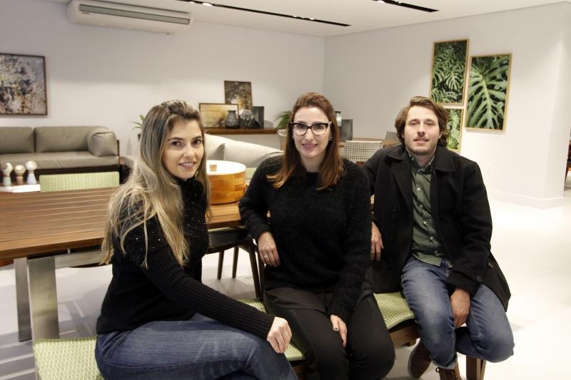 Thaisa, Fernanda e Lucas se complementam na hora de tocar a Espaço do Piso e a Saccaro. Uma habilidade reforça a outra e, dessa forma, viraram uma equipe