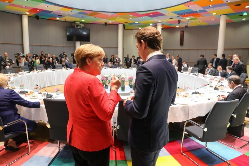 As negociações da cúpula se estenderam na madrugada e discutiram reformas do Brexit e zona do euro