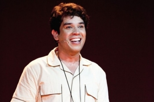 Pedro Henrique Lopes vive o comunicador  na fase jovem