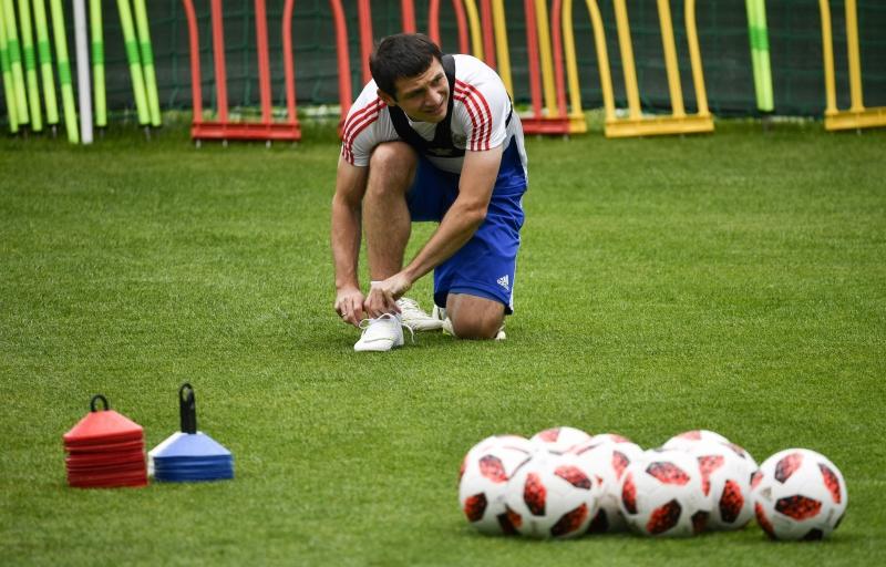 Dzagoev, fora desde a estreia, treinou e pode reforçar equipe russa