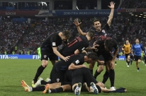 Croácia sofre, mas elimina Rússia nos pênaltis e volta a uma semi de Copa