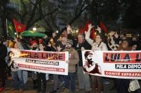 Petistas e opositores realizam protestos em Porto Alegre e Curitiba