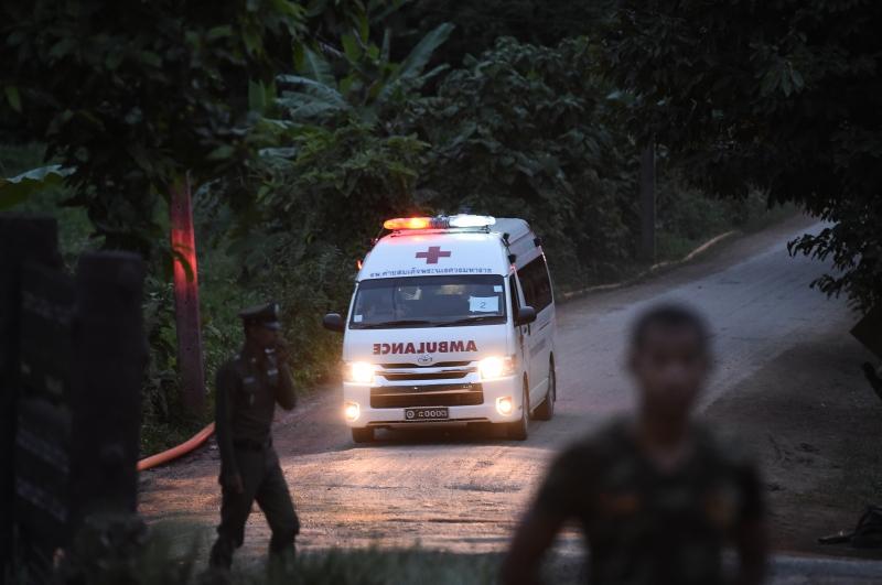 Após saírem da caverna, os meninos foram levados de ambulância até o hospital de Chiang Rai