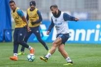 'Ainda tem muito jogador ruim', diz meia Douglas