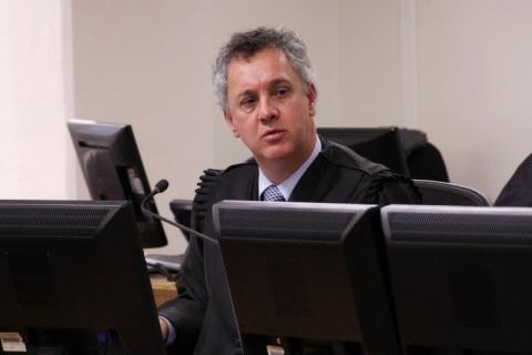 Relator da Lava Jato nega a Lula suspender julgamento sobre sítio de Atibaia