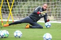 Danilo Fernandes volta a treinar