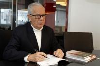 Instituto Cervantes sedia encontro literário com Luiz Coronel