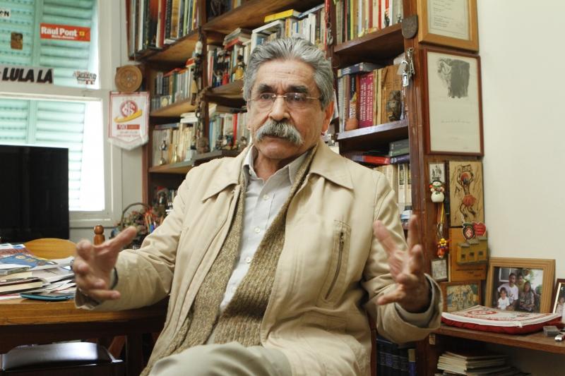 Para Olívio Dutra, Lula é o candidato do partido em 2018