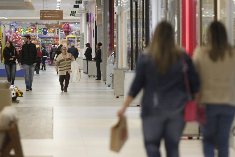 Ritmo lento de recuperação econômica reduz consumo das famílias