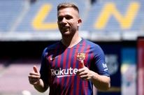 Rezo para que Neymar volte para o Barcelona, diz Arthur